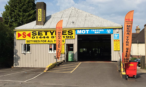 Setyres Burgess Hill West Sussex offer tyres, servicing, brakes, air conditioning, shocks, exhausts, batteries, major repairs, diagnostics and tracking
