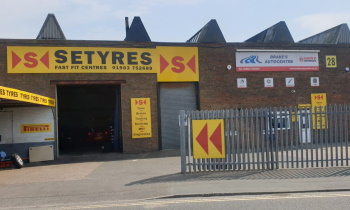 Setyres Brake's Autocentre Lancing West Sussex offer tyres, servicing, brakes, air conditioning, shocks, exhausts, batteries, major repairs, diagnostics and tracking
