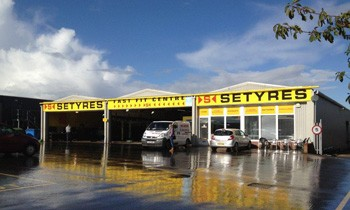 Setyres Tunbridge Wells Kent offer tyres, servicing, brakes, air conditioning, shocks, exhausts, batteries, major repairs, diagnostics and tracking