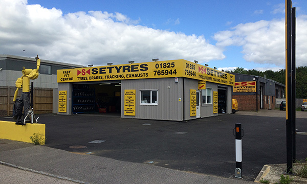 Setyres Uckfield East Sussex offer tyres, servicing, brakes, air conditioning, shocks, exhausts, batteries, major repairs, diagnostics and tracking