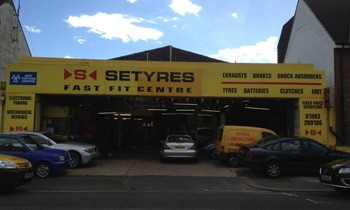 Setyres Worthing West Sussex offer tyres, servicing, brakes, air conditioning, shocks, exhausts, batteries, major repairs, diagnostics and tracking